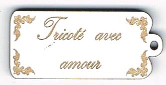 BE016B - Bouton Tricoté avec amour